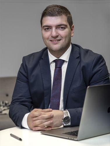 centrumadvokaterna-Nuhi-Kalici-bitradande-jurist-vaxjo-action